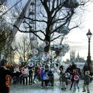 Bubble maker near the London Eye