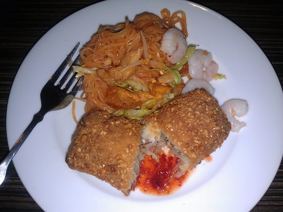 My plate that evening out with Ashley - pad Thai and an Indonesian spring roll - so delicious!