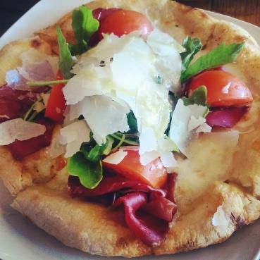 The Rucola E Bresaola pizza bianca.