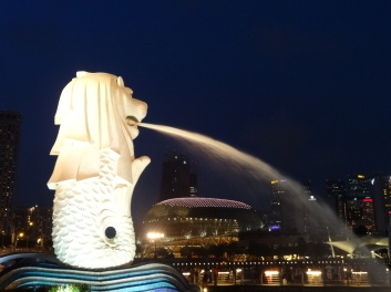 The merlion spouting water over the waterfront