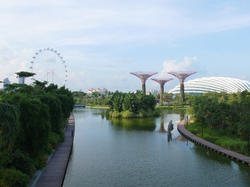 The Singapore Flyer and the Gardens by the Bay