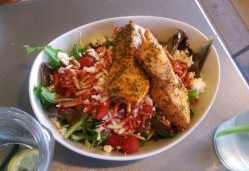 Salad with salmon skewers