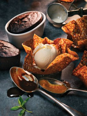 Warm chocolate sticky toffee pudding...mmmm. Photo from Earls site.