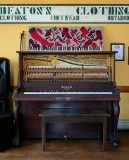 Red Show Pub piano
